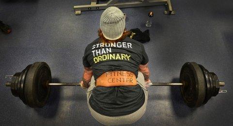 Gewichtheber-mit-shirtaufdruck